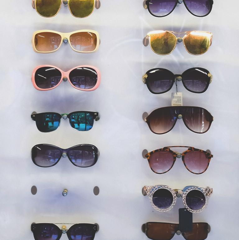 Okulary przeciwsłoneczne na wystawie